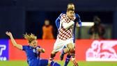 Trước một Iceland đang cần điểm, Croatia (phải ) không dễ để có được chiến thắng.