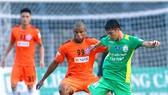 """Đà Nẵng (trái) sẽ """"dễ thắng"""" trước một Cần Thơ đang muốn đá cho xong để chuẩn bị mục tiêu trụ hạng V-League  Ảnh: Dương Thu"""