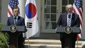 Tổng thống Mỹ đón Tổng thống Hàn Quốc đến thăm. Ảnh: Reuters.