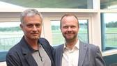 Jose Mourinho hy vọng cuộc gặp với Ed Woodward (phải) sẽ giúp tình hình tích cực hơn.