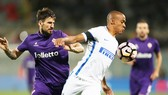 Inter (Joao Mario, phải) tiếp Fiorentina ngay lượt đầu là trận cầu được chờ đón.