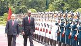 Thủ tướng Nguyễn Xuân Phúc và Thủ tướng nước Cộng hòa Mozambique Carlos Agostinho do Rosario duyệt Đội Danh dự Quân đội Nhân dân Việt Nam