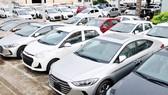 Xe ô tô được bày bán tại một cửa hàng ở TPHCM   Ảnh: Thành Trí