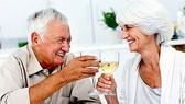 Nghiên cứu mới về bia, rượu vang  đối với người lớn tuổi