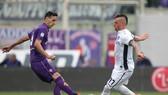 Nikola Kalinic (trái) là cầu thủ giỏi phối hợp và kiến tạo bên cạnh năng lực ghi bàn.