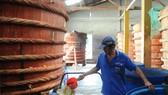 Tỉnh Kiên Giang có đặc sản nước mắm Phú Quốc             Ảnh: CAO THĂNG