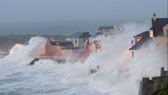 Châu Âu: Bão lớn hoành hành gây nhiều thiệt hại