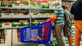 Mua sắm tại siêu thị ở Pháp. Nguồn: THE NATIONAL
