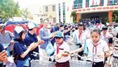 Ngân hàng Shinhan Việt Nam đồng hành học trò nghèo