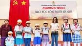 Trao 140 suất học bổng Nguyễn Đức Cảnh tặng con công nhân, viên chức, lao động
