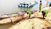 Giữ 3 sà lan vận chuyển 1.700m³ cát lậu