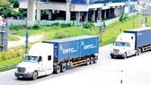 Xe container lưu thông trên xa lộ Hà Nội.                                                                                            Ảnh: THÀNH TRÍ
