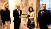 Peru nhận lại mặt nạ vàng ngàn năm tuổi