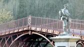Anh chi 4,6 triệu USD tu bổ cây cầu sắt đầu tiên trên thế giới