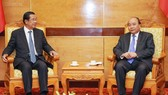 Thủ tướng Nguyễn Xuân Phúc tiếp Đoàn đại biểu cấp cao Campuchia do Thủ tướng Vương quốc Campuchia Samdech Techo Hun Sen dẫn đầu. Ảnh: VGP
