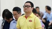 Bị cáo Trần Hữu Tiệp, nguyên Chủ tịch Hội đồng quản trị Công ty cổ phần Mỏ và Xuất nhập khẩu khoáng sản miền Trung, nghe tuyên án. Ảnh: TTXVN