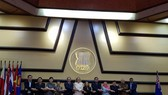Các đại biểu chụp ảnh trước phiên họp. (Nguồn: TTXVN)