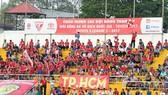 """Khán đài TPHCM trở nên """"lành lạnh"""" ở lượng khán giả đến sân. Ảnh: Dũng Phương"""