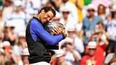 Đánh bại Wawrinka, Rafael Nadal có lần thứ 10 lên ngôi vô địch tại Roland Garros.