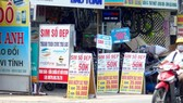 Một cửa hàng bán sim điện thoại trên đường Lê Văn Chí, quận Thủ Đức.