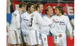 Cambiasso (thứ 2, từ phải sang) cảm thấy lạc lõng giữa những ngôi sao như Beckham hay Raul.