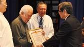 Tác phẩm nhạc kịch Người giữ cồn (âm nhạc: Ca Lê Thuần, kịch bản: NSND Vũ Việt Cường) đoạt giải nhất Giải thưởng VHNT TPHCM  lần thứ 1 giai đoạn 2006-2011