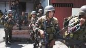 Quân đội Philippines trong cuộc giao tranh ở Marawi. Ảnh: CNN