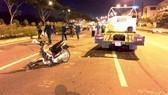 Chiếc xe máy bị gãy nát.