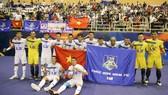 Tập thể Thái Sơn Nam có màn chia tay giải đấu đầy ấn tượng cùng 4.000 khán giả tại sân. Ảnh: Hoàng Hùng  