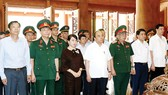 Thủ tướng Nguyễn Xuân Phúc và các đại biểu dâng hương tưởng niệm tại Nhà tưởng niệm Chủ tịch Hồ Chí Minh, Khu di tích lịch sử K9