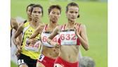 Vũ Thị Ly và Khuất Phương Anh tiếp tục bảo vệ tấm HCV 800m nữ Việt Nam.Ảnh: Hoàng Hùng