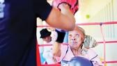 Những cụ bà mê boxing