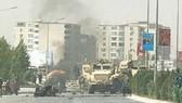 Đoàn xe NATO bị tấn công trên đường Qargha ở quận 5, Kabul, Afghanistan, ngày 24-9-2017. Ảnh: PAJHWOK AFGHAN NEWS