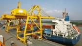 Hàng hóa cập bến tại Cảng Hải Phòng. Ảnh: LÃ ANH