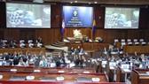 Các nghị sỹ dự một phiên họp tại Phnom Penh
