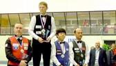 Cơ thủ Xuân Cường (bìa phải) nhận HCĐ World Cup La Baule