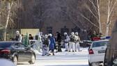 Cảnh sát phong tỏa hiện trường vụ tấn công tại trường học ở Ulan-Ude, Siberia, Nga, ngày 19-1-2018. Ảnh: AP