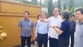 Bí thư Thành ủy TPHCM Nguyễn Thiện Nhân thăm và làm việc tại công trường xử lý rác thải Gò Cát