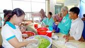 Hơn 15 năm qua, bếp ăn tình thương này là nơi kết nối những tấm lòng thiện nguyện với bệnh nhân nghèo