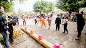 Nhóm thiện nguyện tổ chức trò chơi dân gian cho thiếu nhi xã Tân Lập