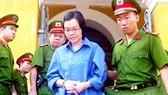 """Vụ """"siêu lừa"""" Huyền Như chiếm đoạt tiền của Navibank: Tạm dừng phiên tòa để VKS bổ sung tài liệu"""