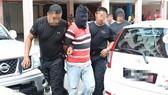 Cảnh sát Malaysia bắt một nghi phạm khủng bố ở Johor. Ảnh: RMP