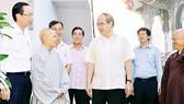 Bí thư Thành ủy TPHCM Nguyễn Thiện Nhân thăm chùa Thiền Tịnh, quận 2, TPHCM. Ảnh: VIỆT DŨNG