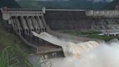 Hai thủy điện lớn trên sông Đà cùng xả lũ