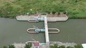 Phay ngăn triều, chống ngập tại quận Thủ Đức, TPHCM. Ảnh: THÀNH TRÍ