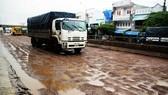 """Nhiều điểm trên tuyến QL1A đoạn qua địa phận tỉnh Bình Định xuất hiện dày đặc những """"ổ gà"""", """"ổ voi"""""""