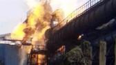 Hiện trường vụ cháy nhà máy thép Bhilai ở bang Chhattisgarh, Ấn Độ, ngày 9-1-2018. HINDUTAN TIMES
