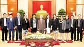 Tổng Bí thư Nguyễn Phú Trọng với các đại biểu Cuba. Ảnh: TTXVN