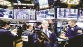 FED giữ nguyên lãi suất, chứng khoán Mỹ tăng điểm