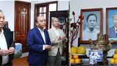 Thủ tướng Nguyễn Xuân Phúc và Phó Thủ tướng Thường trực Trương Hòa Bình dâng hương cố Thủ tướng Phạm Văn Đồng